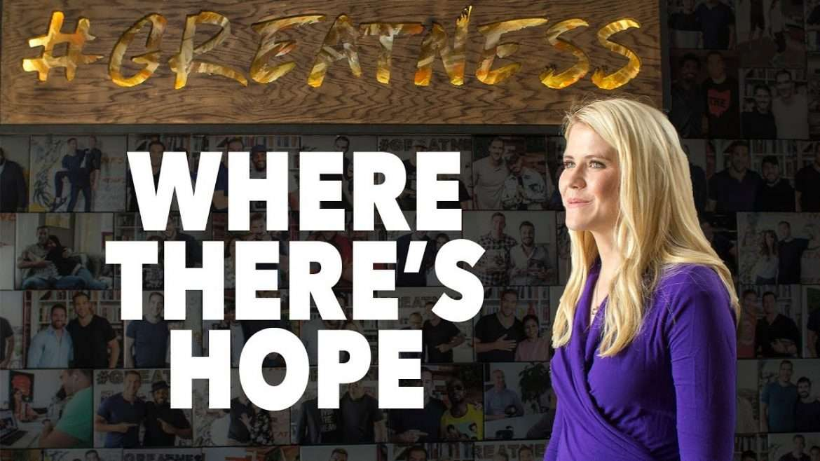 Elizabeth Smart - The Power of Hope to Heal (with Lewis Howes)