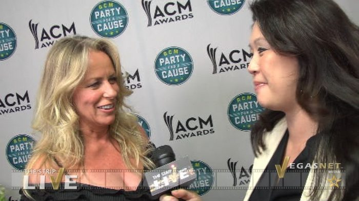 Deana Carter showcased on THE STRIP LIVE (with Maria Ngo & Ray DuGray)